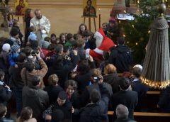 Moș Crăciun în mijlocul copiilor - 2012